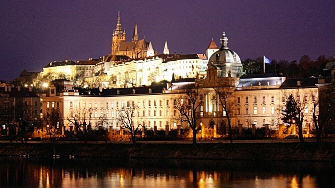 prague-castle-at-night